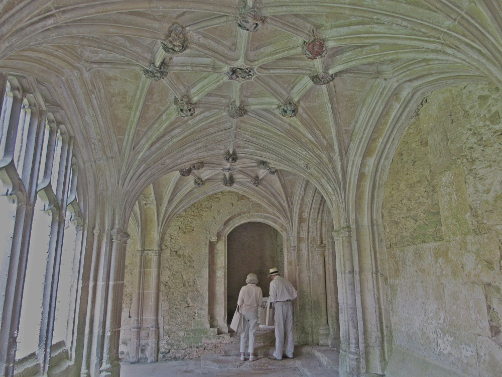 A tour of the Lacock Abbey by Jessica Jarrett. Program: Media Ethics in London, United Kingdom.