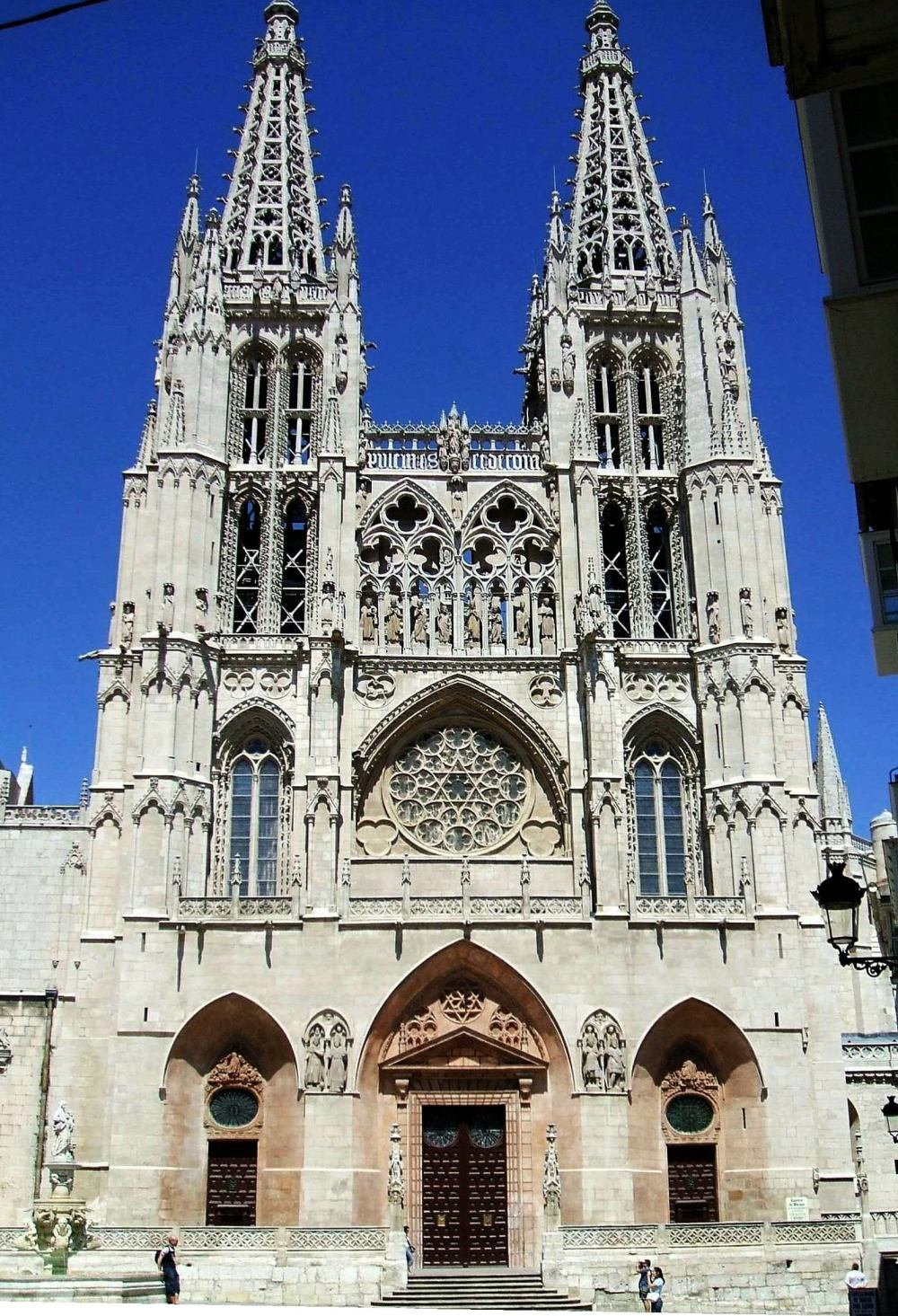 La Catedral de Burgos Photo Credit: https://en.wikipedia.org/wiki/Burgos_Cathedral